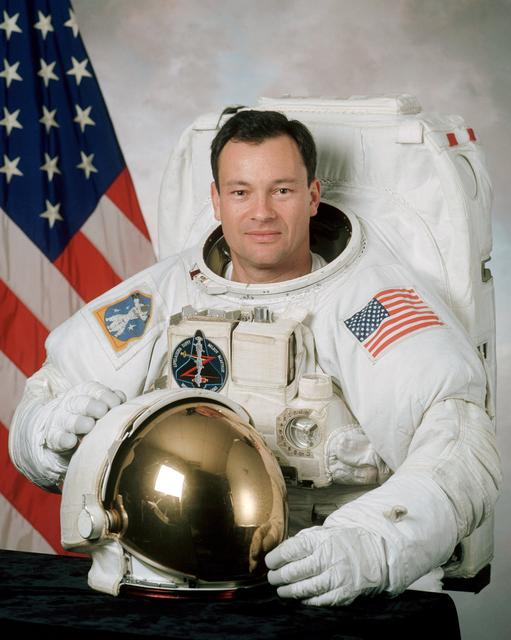 Astronaut Michael Lopez-Alegria, NASA photo JSC2000-03028 (13 March 2000)Source: NASA Image and Video Library JSC2000-03028~small.jpg