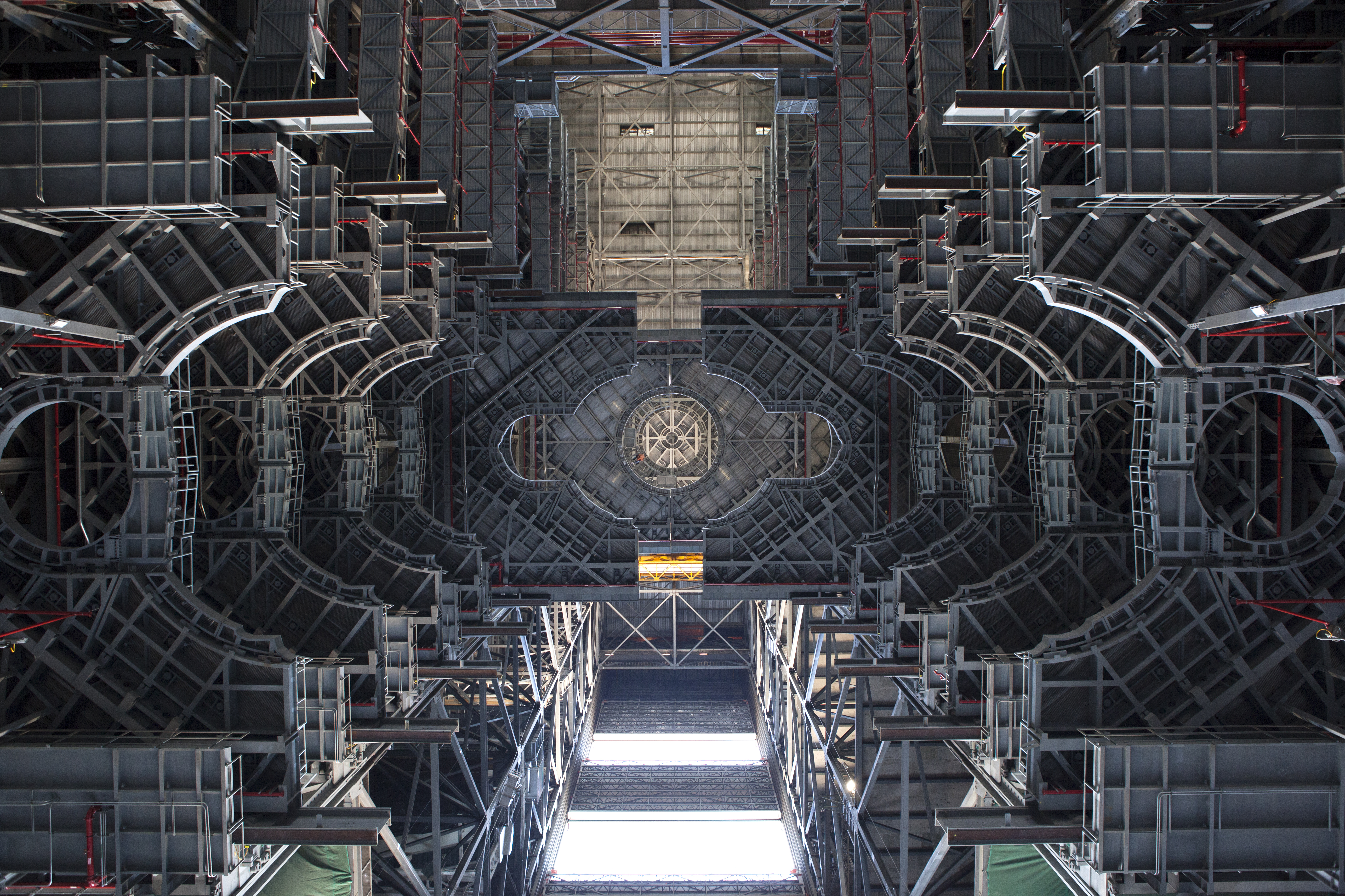 The view members of NASA's Engineering Management Board had in looking up the Vehicle Assembly Building's High Bay 3 at NASA John F. Kennedy Space Center in Florida, USA. Photographer: Bill White, National Aeronautics and Space Administration (NASA)
