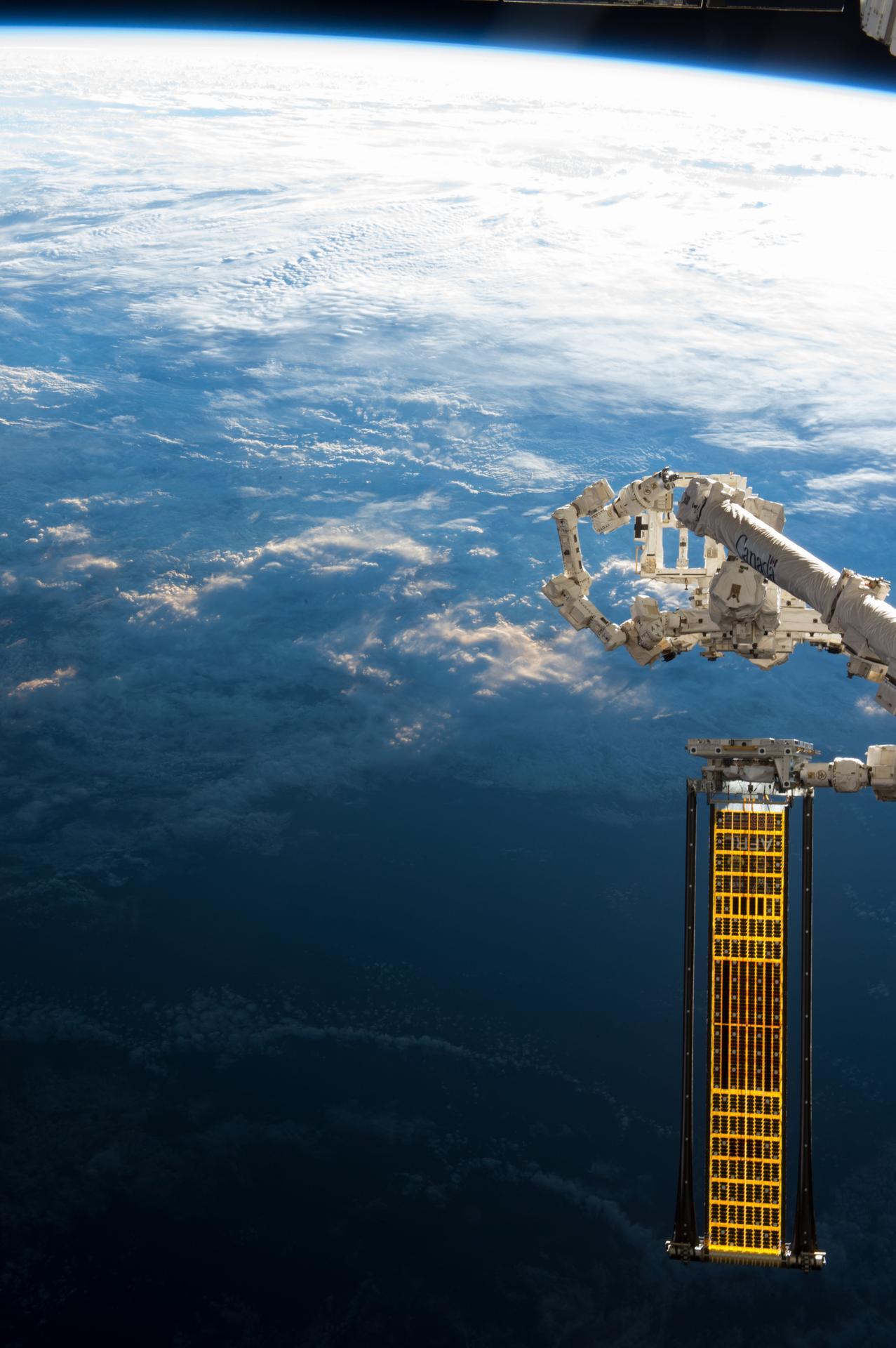 NASA的实验性太阳能电池阵列(ROSA) - wuwei1101 - 西花社